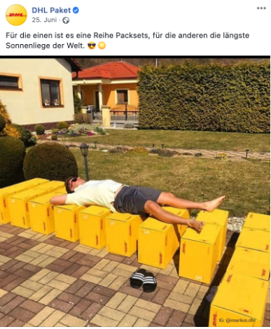 Mann sonnt sich auf DHL Paket Boxen