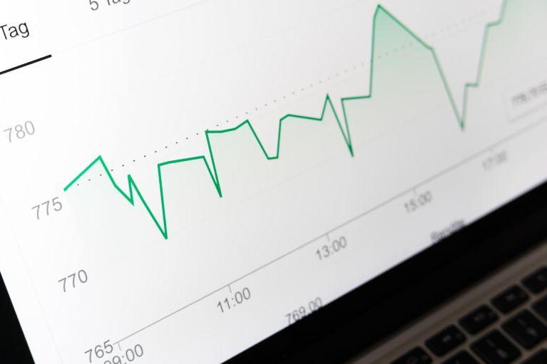 Messdaten Data Driven Marketing auf Laptopbildschirm.